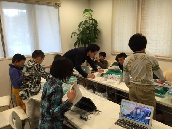 ロボットプログラミングクラス風景